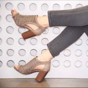 Women's Fergie Henley Tan Heel Wedge Heels 10 & 11